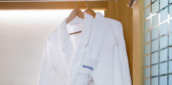 4-bathrobe-2